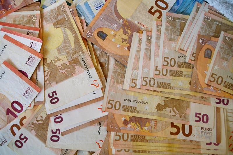 Eurosedlar av den olika utnämningen arkivbild