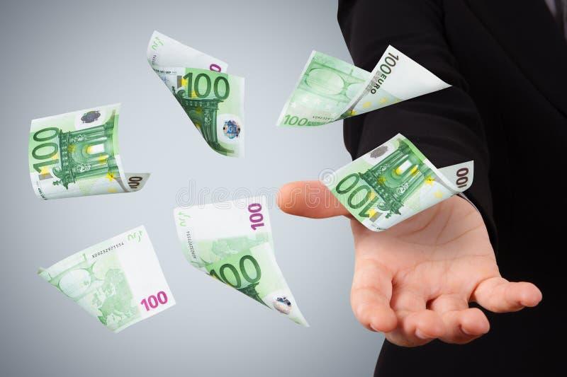 Eurosedlar på ung affärskvinna royaltyfria bilder