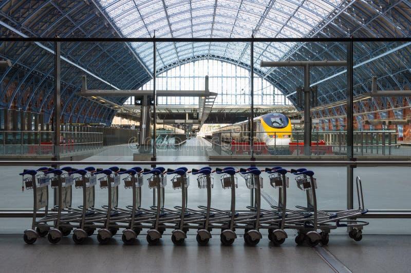 Eurostar przy St Pancras Stacjonuje w Londyn obraz royalty free