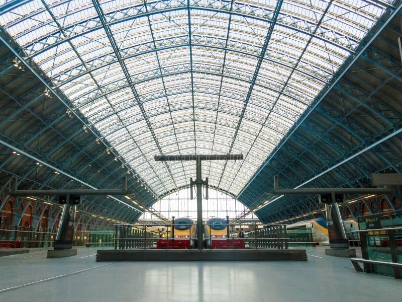 Eurostars på den St Pancras stationen royaltyfri foto