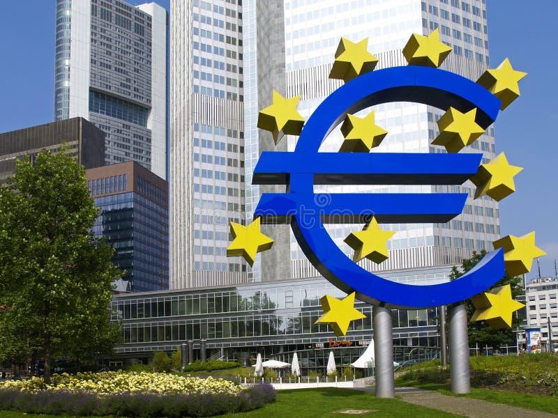 Euroturm in Frankfurt am Main stockfotos