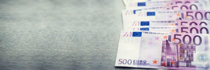 Eurowährungsgeld-Banknotenhintergrund Zahlung und Bargeldkonzept Angekündigte Annullierung von Euro fünfhundert stockfoto