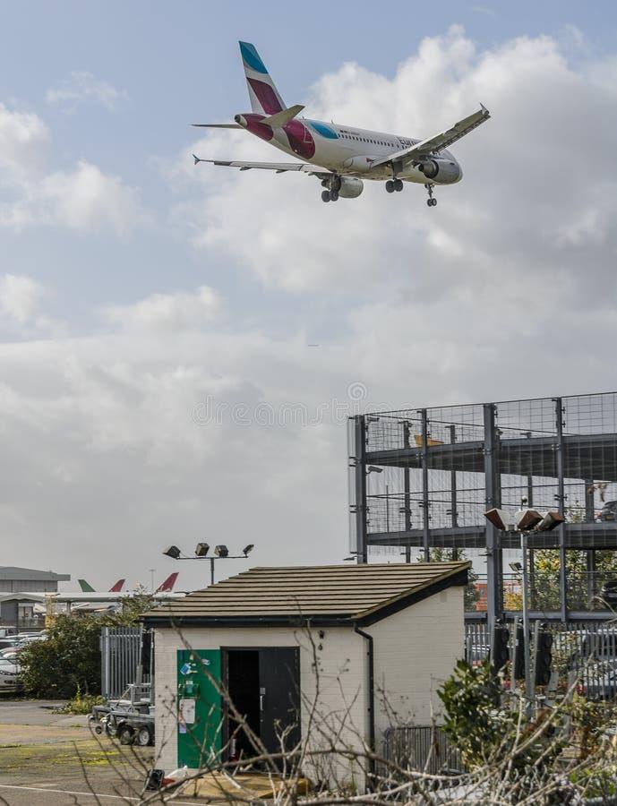 Eurowings str?llandning p? Heathrow royaltyfri foto