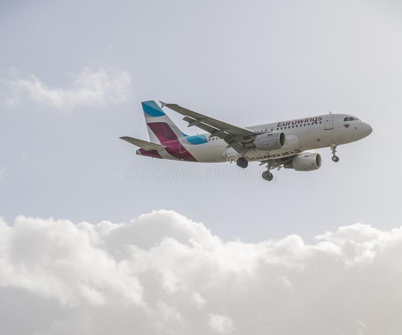Eurowings str?llandning p? Heathrow fotografering för bildbyråer