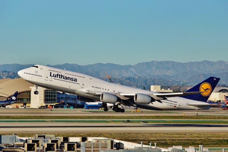 Eva Air Boeing B-777 décolle de Los Angeles sur un vol de retour à Taipie en 2015 image libre de droits