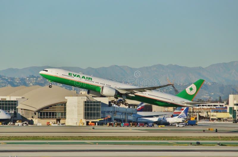 Eva Air Boeing B-777 entfernt sich von Los Angeles auf einem Rückflug zu Taipie im Jahre 2015 stockfotografie
