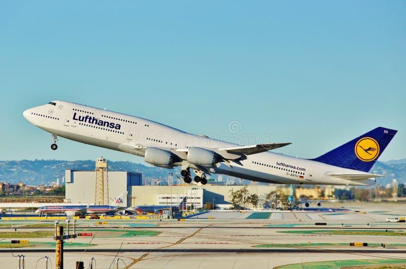Eva Air Boeing B-777 entfernt sich von Los Angeles auf einem Rückflug zu Taipie im Jahre 2015 lizenzfreies stockfoto