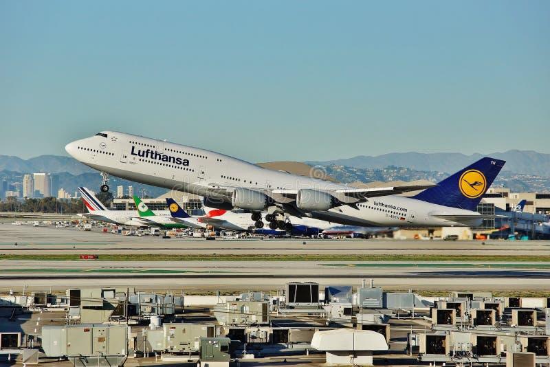 Eva Air Boeing B-777 entfernt sich von Los Angeles auf einem Rückflug zu Taipie im Jahre 2015 stockfotos