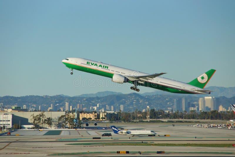 Eva Air Boeing B-777-36NER B-16720 parte Los Angeles foto de stock