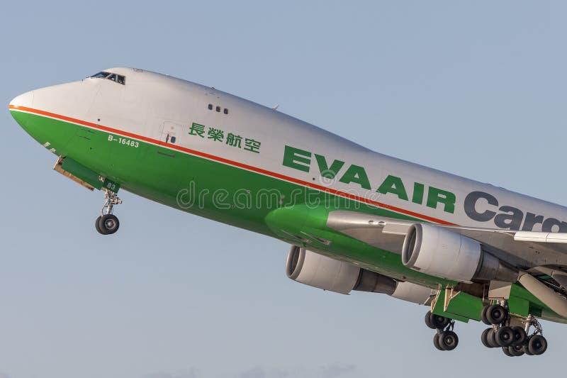 EVA Airways EVA Air Cargo Boeing 747 Frachtflugzeuge, die von internationalem Flughafen Los Angeless sich entfernen lizenzfreie stockfotografie