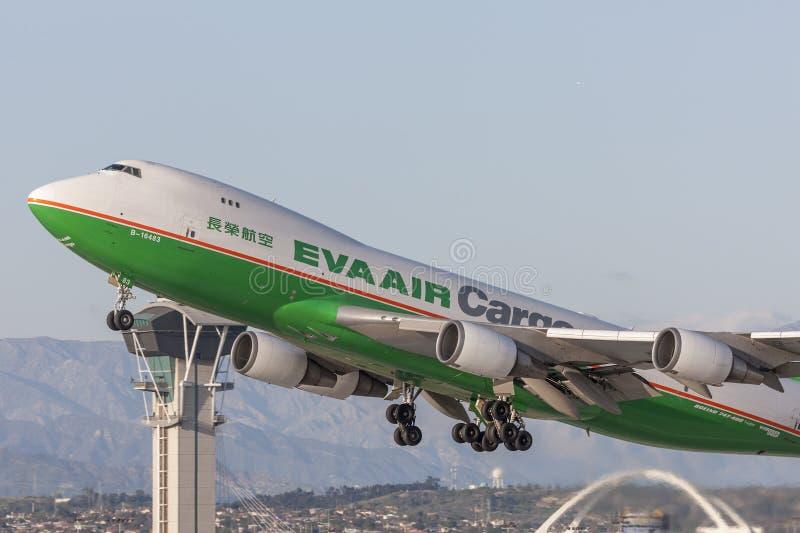 EVA Airways EVA Air Cargo Boeing 747 Frachtflugzeuge, die von internationalem Flughafen Los Angeless sich entfernen lizenzfreie stockfotos