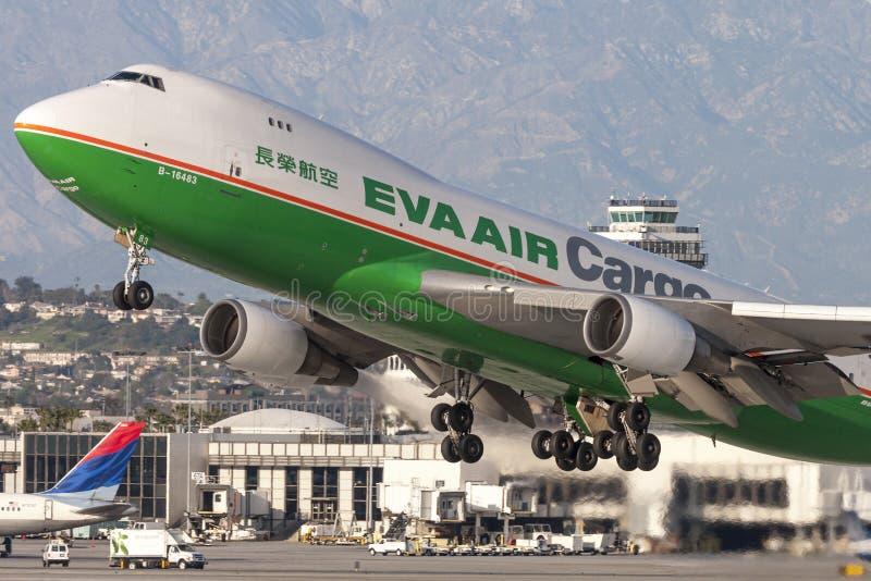 EVA Airways EVA Air Cargo Boeing 747 Frachtflugzeuge, die von internationalem Flughafen Los Angeless sich entfernen stockfoto