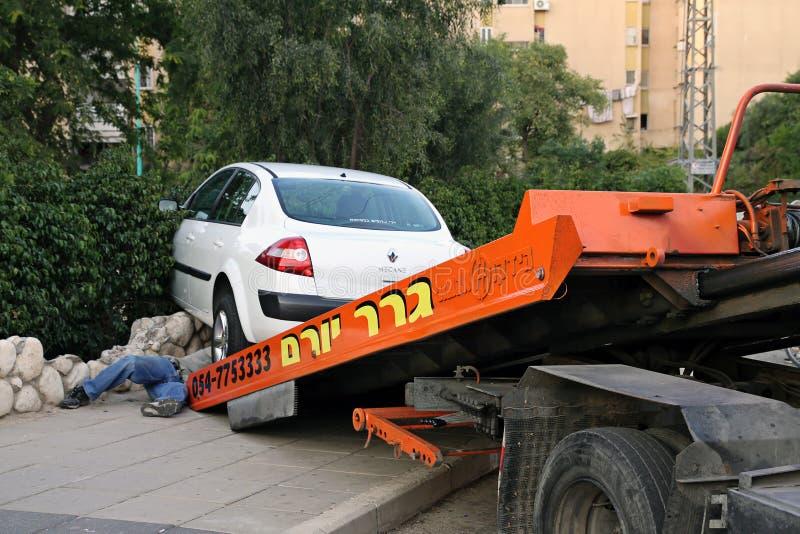 Evacuación del coche después del accidente fotografía de archivo libre de regalías
