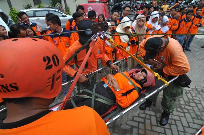 evakuera offer av olyckor från en höjd arkivfoto