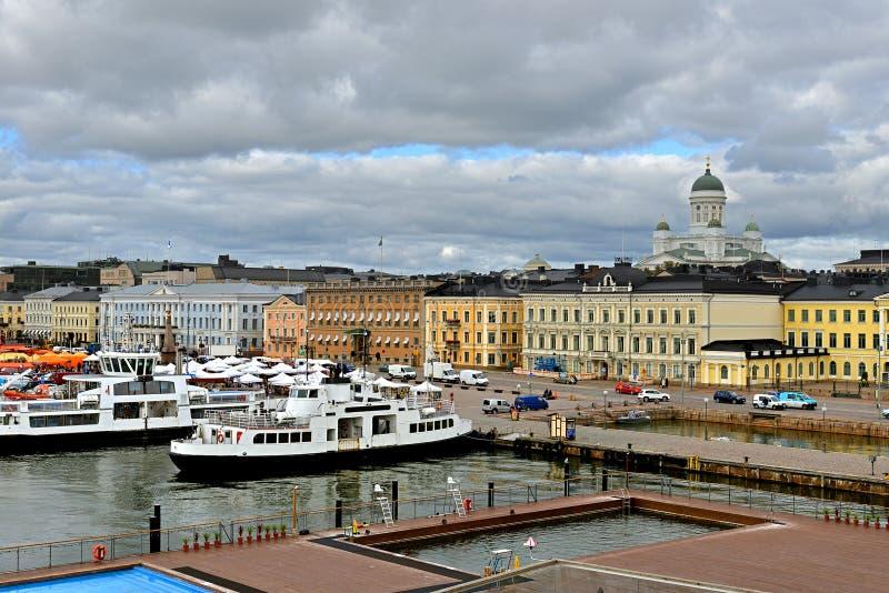 Evangelische lutherische Kathedrale der Diözese von Helsinki, Marktplatz Kauppatori und Süd lizenzfreies stockbild
