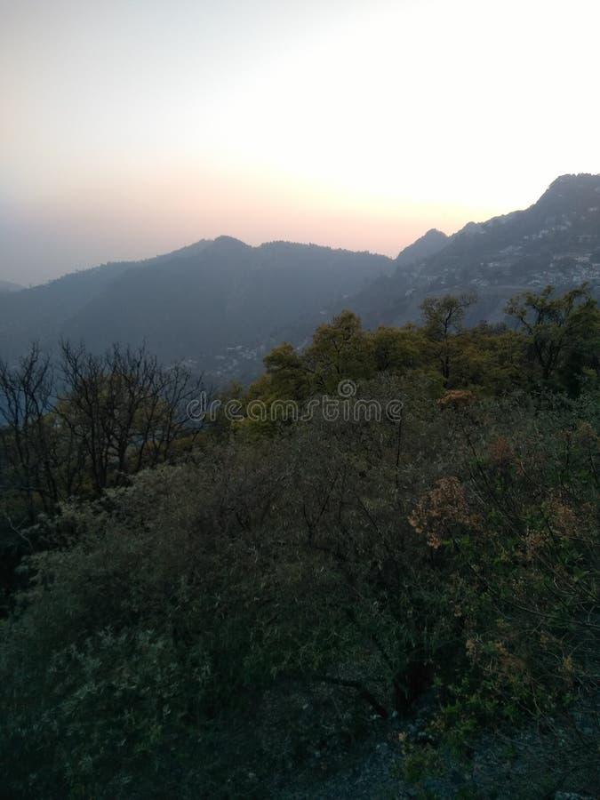eveining gräsplan för nainital solnedgång fotografering för bildbyråer
