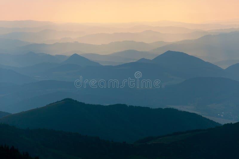 Evening barwionego widok błękitni horyzonty obraz stock