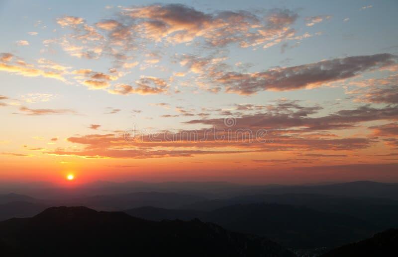 Evening barwionego widok błękitni horyzonty zdjęcia royalty free