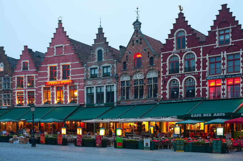 Download Evening Market Square In Bruges Editorial Image - Image: 29324375