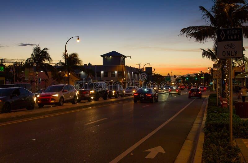 Evening ruch drogowego na Handlowym bulwarze w Ft lauderdale obraz royalty free