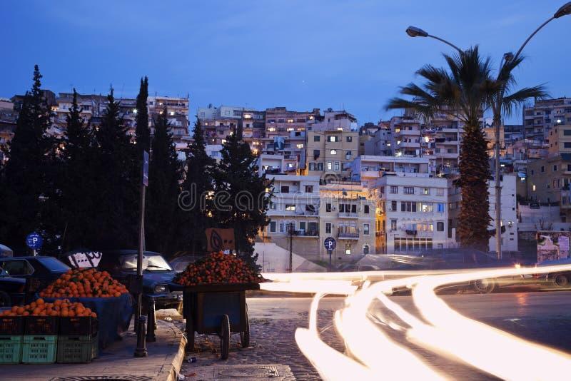 Evening ruch drogowego w Tripoli zdjęcia stock