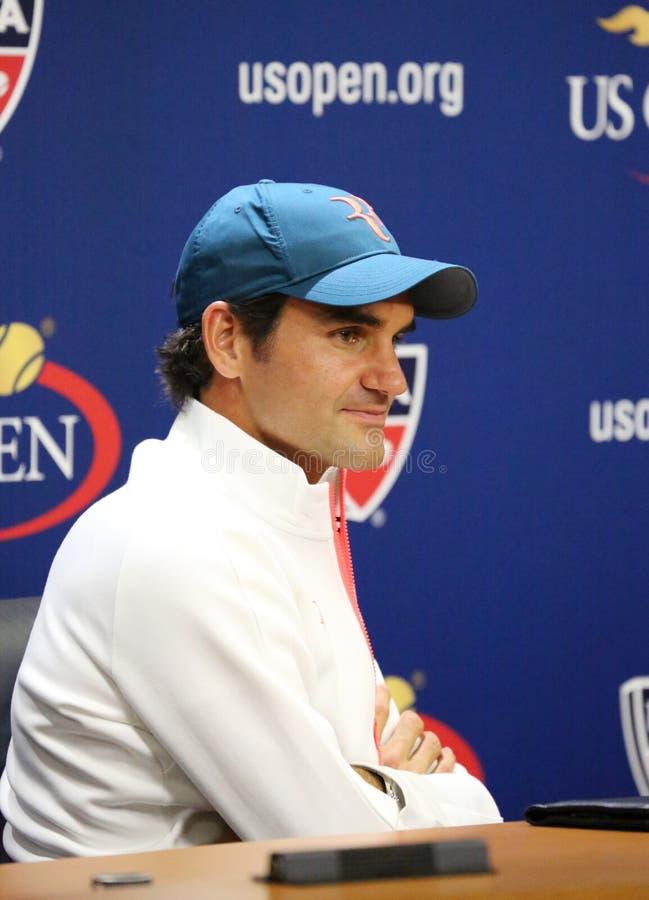 Eventeen chronomètre le champion Roger Federer de Grand Chelem de la Suisse pendant la conférence de presse photo libre de droits