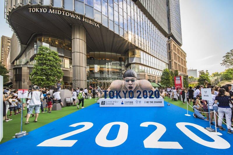 Evento 'Be the change Tokyo 2020' organizzato sul tema dei futuri Giochi olimpici di Tokyo nel 2020. Un'enorme struttura gonfi fotografie stock