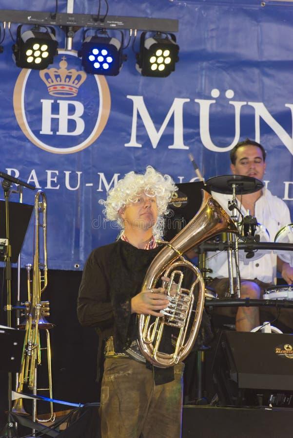 Download Evento De Oktoberfest En Génova, Italia Fotografía editorial - Imagen de gente, dancing: 44855292