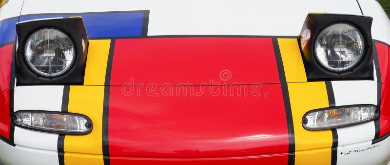 Evento di Mazda classico MX5, dipinto come pittore di MONDRIAN immagini stock