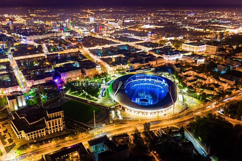 Evento público guardado no estádio principal Local de encontro do futebol de Minsk fotografia de stock