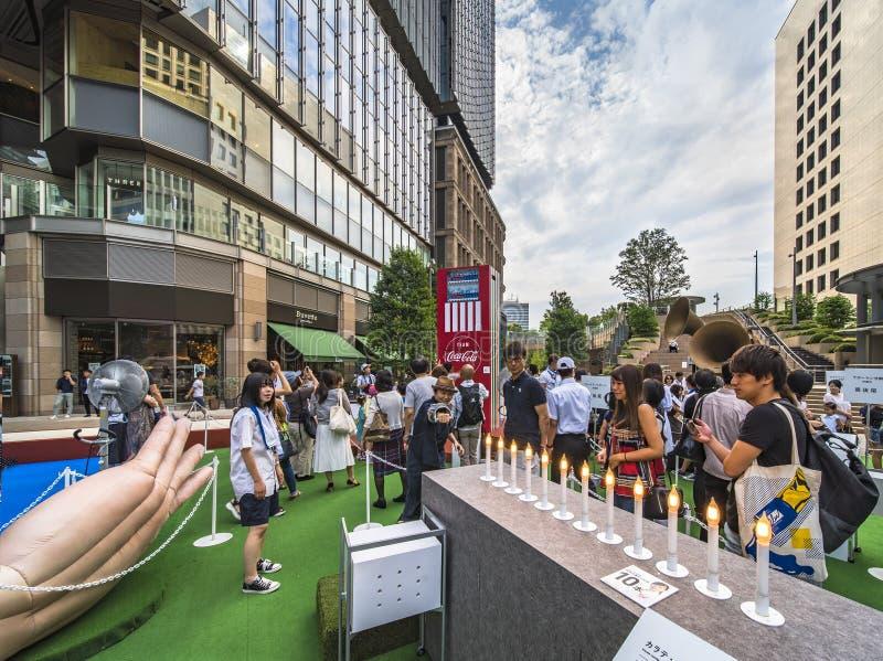 Evento para os Jogos Olímpicos de Tóquio em 2020 Passers by poderia testar a vela de Karate para redescobrir os limites ultrapass imagens de stock