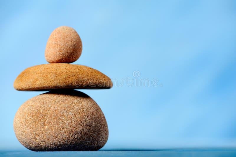 In evenwicht brengende stenen stock afbeelding