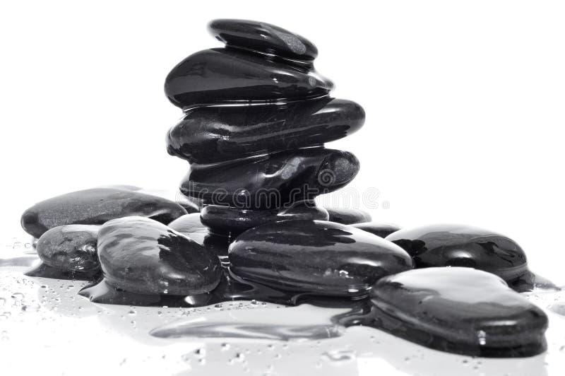 Evenwichtige zwarte zenstenen stock afbeeldingen