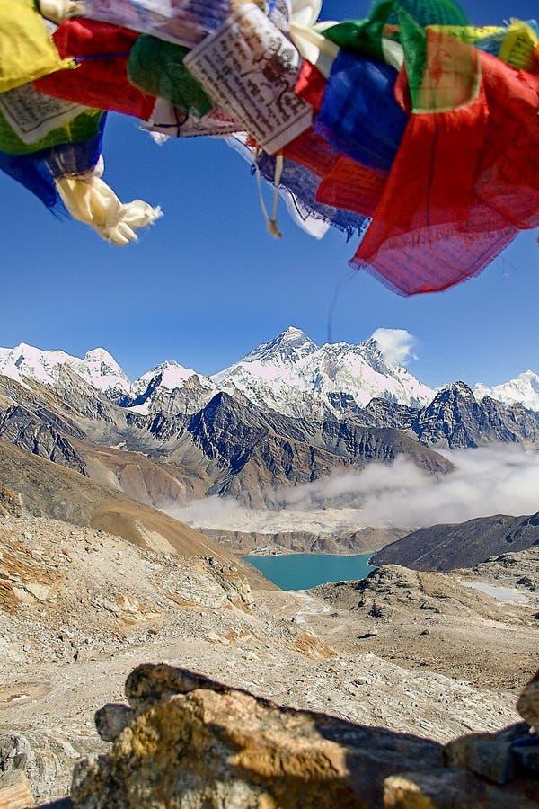 Everest e Lhotse dal passaggio della La di Renjo immagini stock