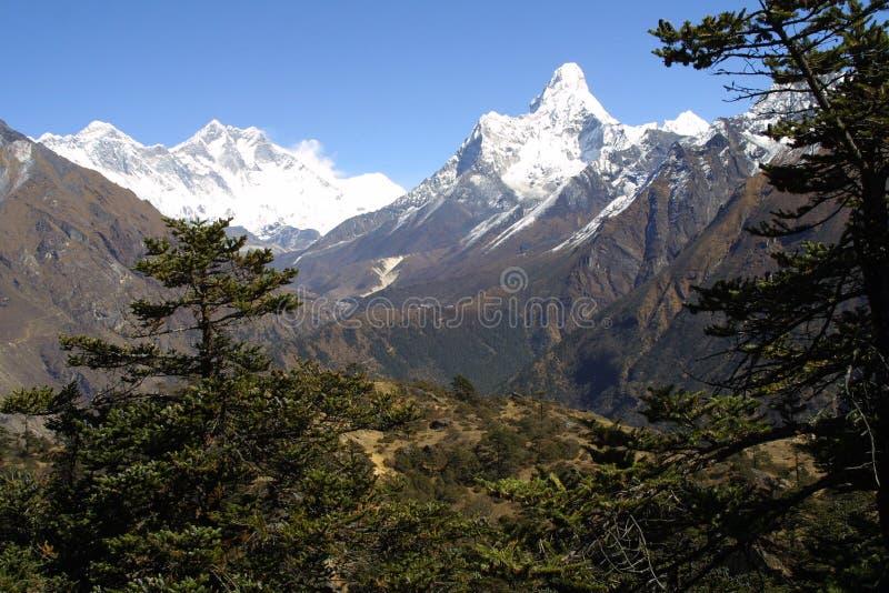 Everest, Lothse und Ama Dablam lizenzfreies stockbild