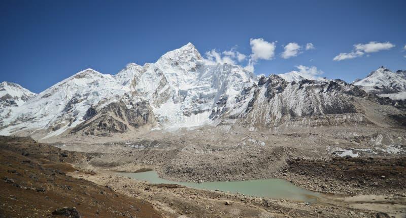 Everest, Nuptse en Lhotse die van Kala Pattar wordt bekeken stock afbeelding