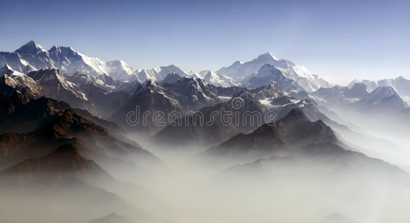 Everest-Spitzen- und Himalaja-Everest Gebirgszugpanorama stockfotos