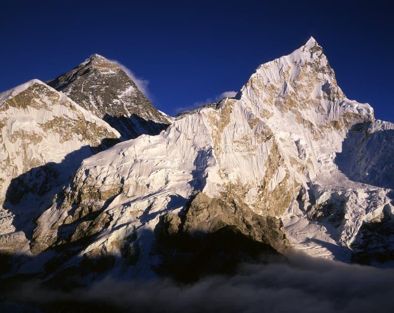 Everest y Nuptse imagen de archivo libre de regalías