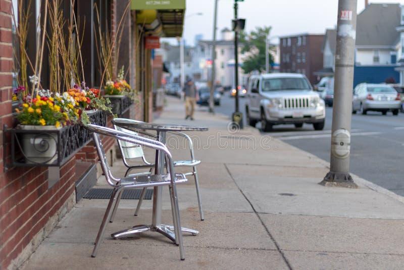 Everett, MA/U S -2018 05 25: Giorno di primavera su Main Street immagini stock libere da diritti