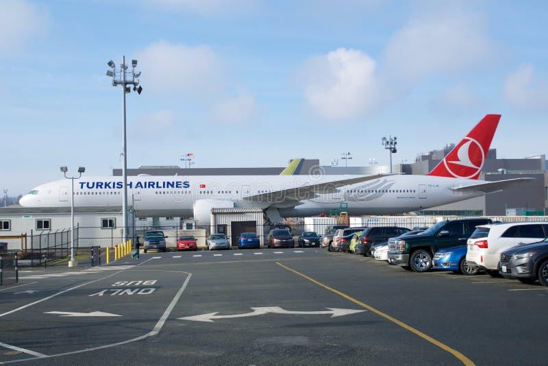 EVERETT, WASHINGTON, DE V.S. - 26 JANUARI, 2017: Gloednieuw Turkish Airlines Boeing 777-300ER MSN 60402, Registratie tc-LJK stock foto's