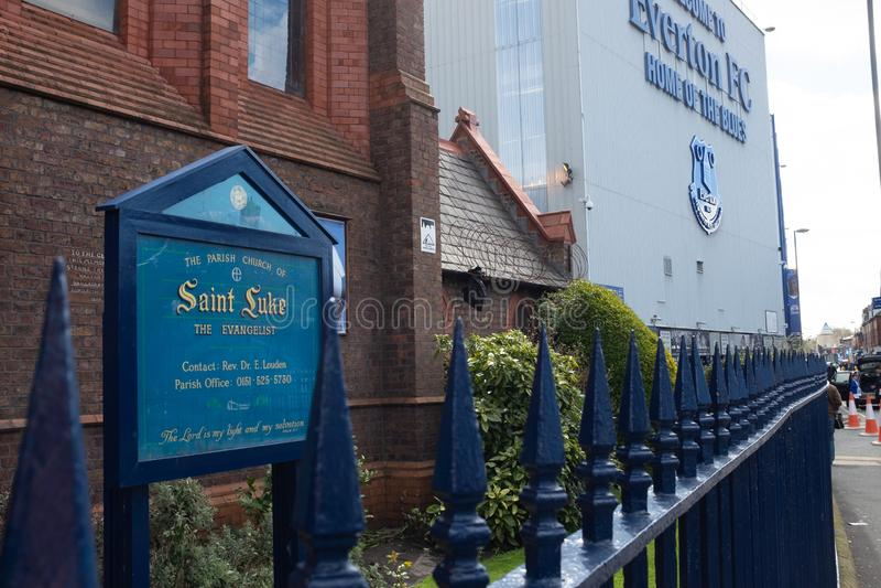 Everton, Λίβερπουλ, UK, 17 Απριλίου, 2016: Εκκλησία Αγίου Luke δίπλα στη λέσχη ποδοσφαίρου Everton, στάδιο πάρκων Goodison όπου στοκ εικόνα με δικαίωμα ελεύθερης χρήσης