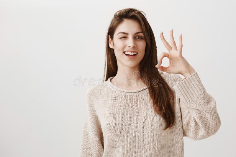 Everything będzie zadowalający Portret ufna, radosna europejska dziewczyna i zdjęcie royalty free