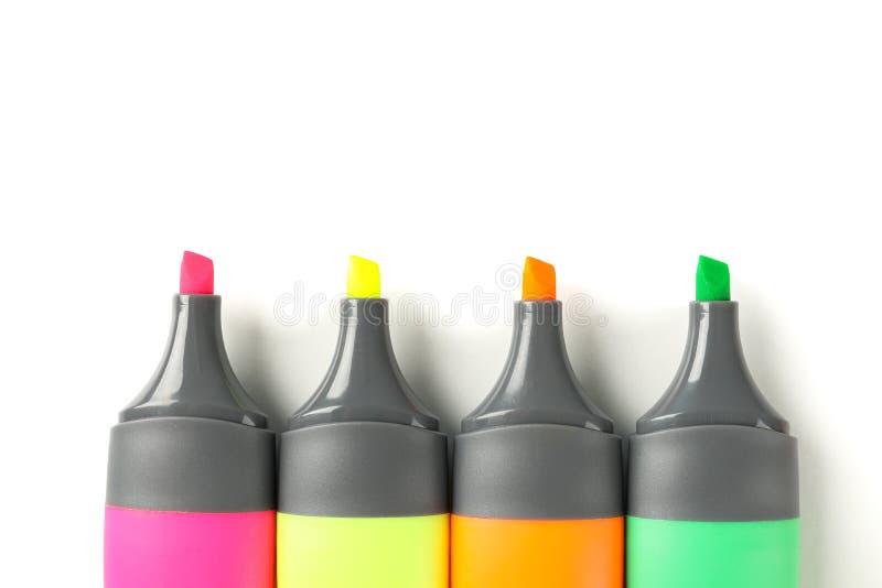 Evidenziatori dell'ufficio di colore isolati su fondo bianco immagine stock