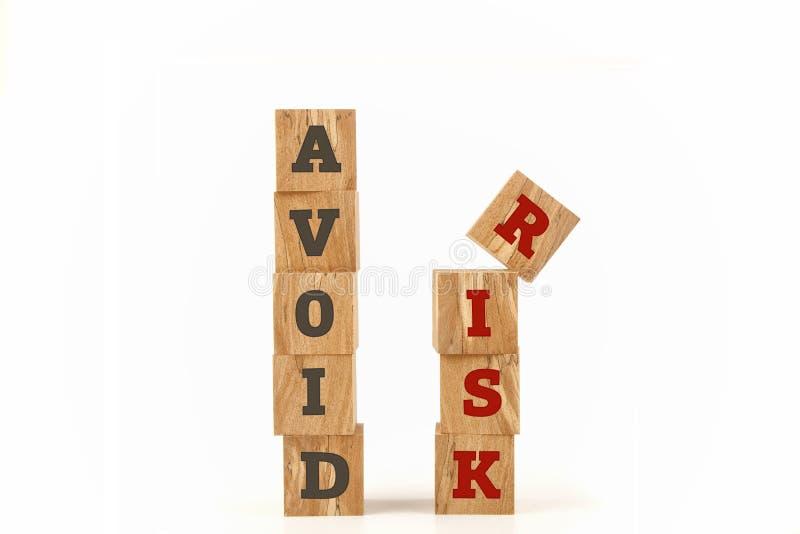 Evite la palabra del riesgo escrita en forma del cubo foto de archivo libre de regalías
