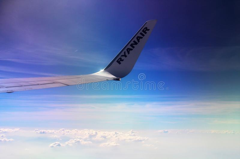 Ryanair flights landing editorial photo image of airline for Arredamento low cost milano