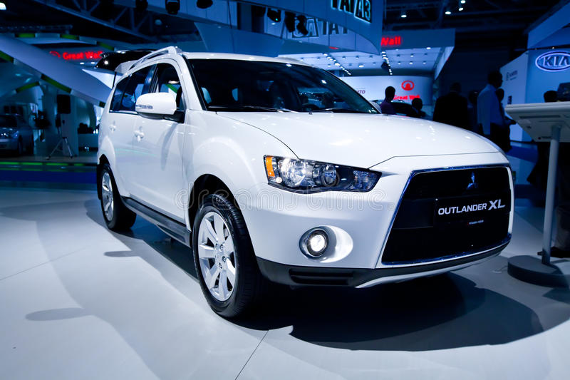 Evolução cinzenta XL do Outlander de Mitsubishi do carro do jipe imagens de stock royalty free