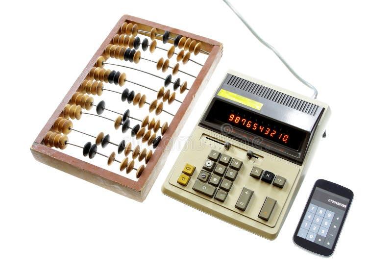 Evolución de la calculadora del vintage del ábaco del cálculo y del GA moderno imagen de archivo