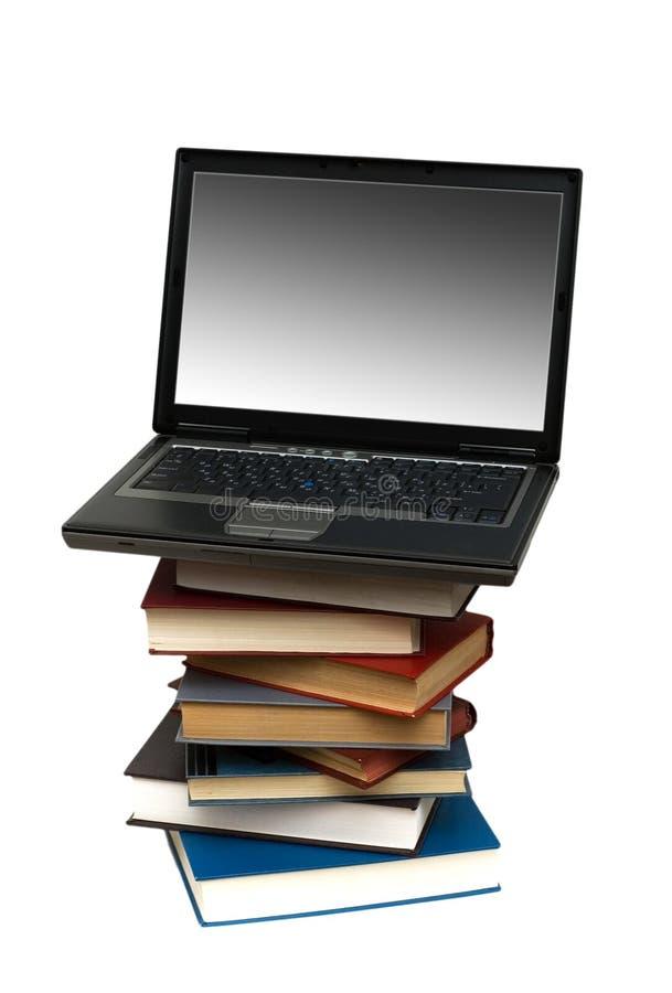Evolutie van boeken aan computers stock foto