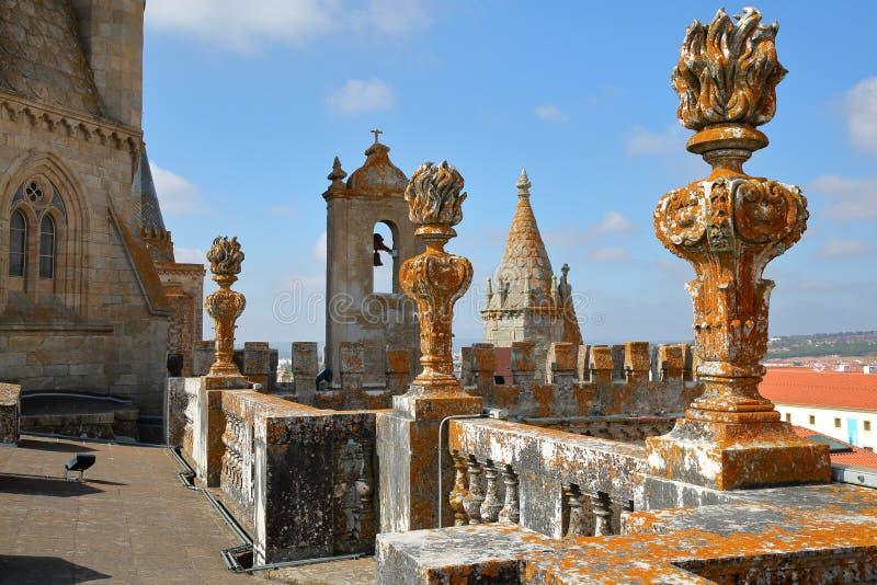 EVORA, ΠΟΡΤΟΓΑΛΙΑ - 9 ΟΚΤΩΒΡΊΟΥ 2016: Η στέγη του SE καθεδρικών ναών στοκ φωτογραφίες