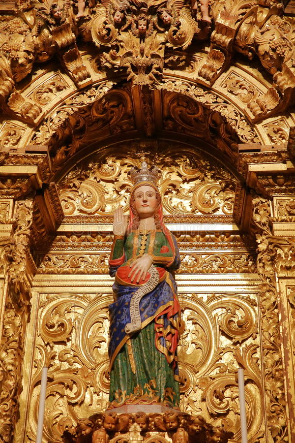 EVORA, ΠΟΡΤΟΓΑΛΙΑ - 9 ΟΚΤΩΒΡΊΟΥ 2016: Το άγαλμα της έγκυου Virgin Mary μέσα στο SE καθεδρικών ναών στοκ εικόνες